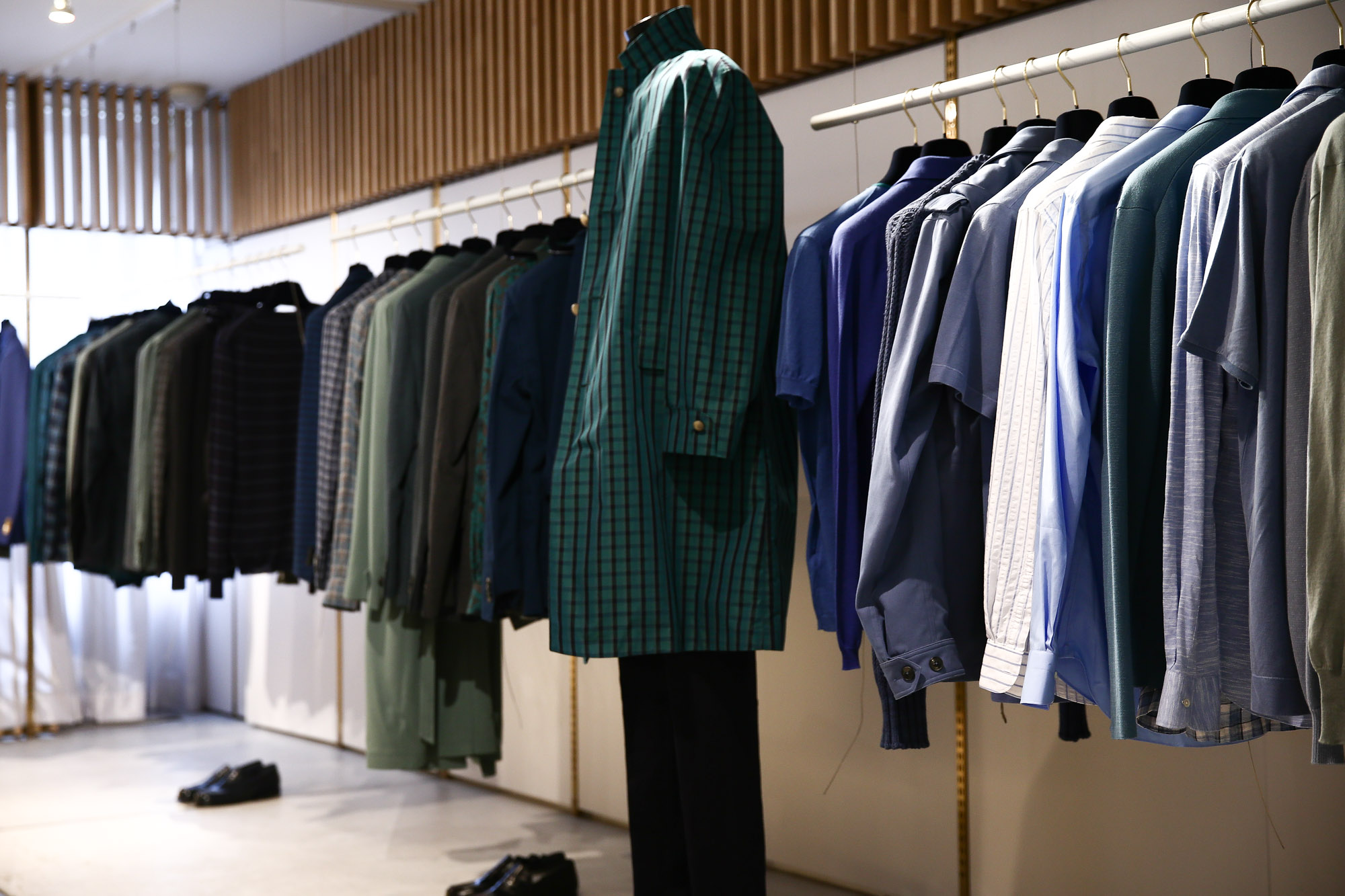 BOGLIOLI ボリオリ MIRANO ミラノ ボリオリミラノ ドーヴァー Kジャケット コートボリオリは、伝統的なサルトリアーレの手法を継承し、 常に革新的な技術と時代を反映させた新しい発想で進化し続けているブランド。2017年春夏 展示会。