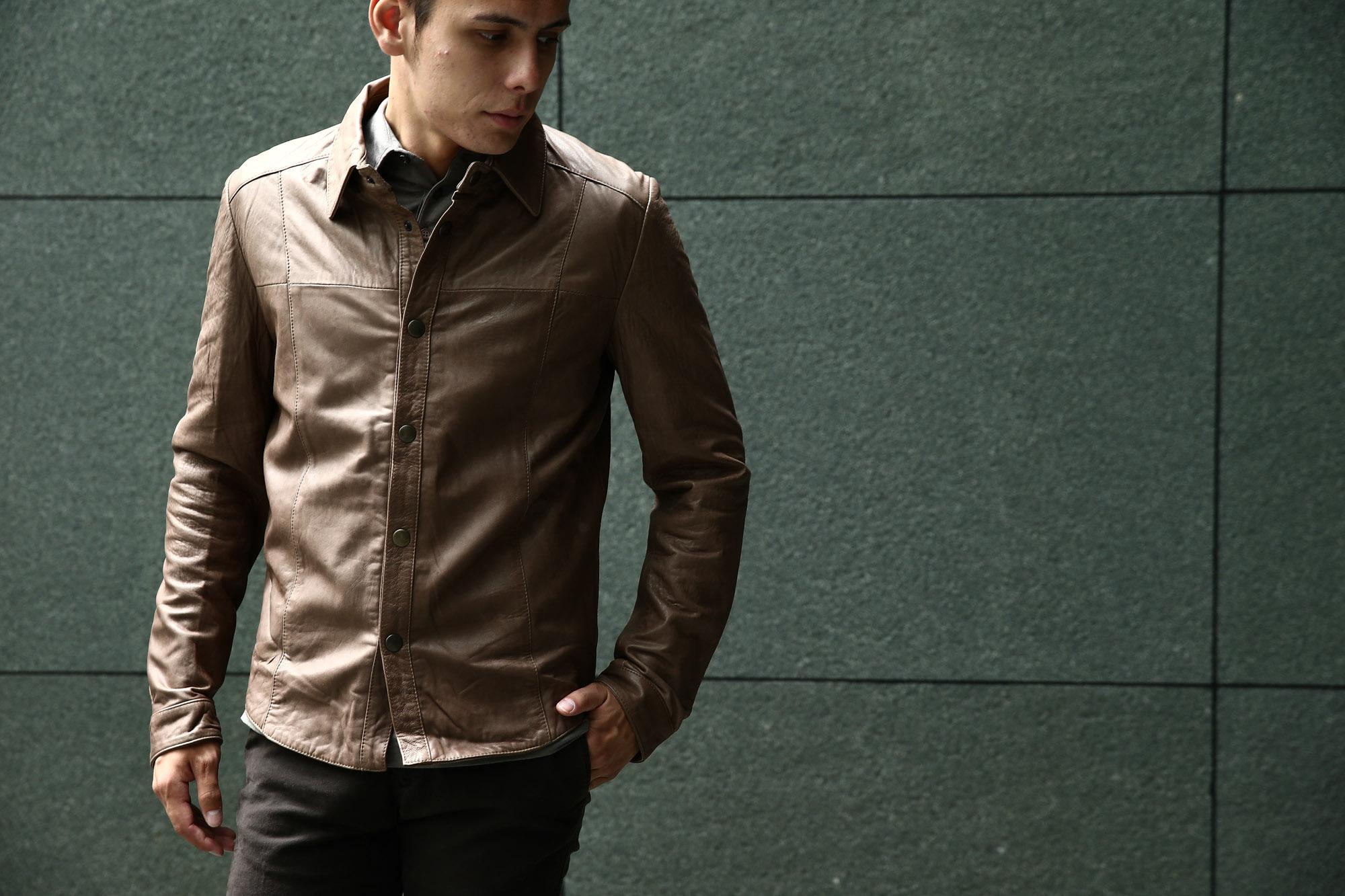 Radice(ラディーチェ) 1009 CmicaLamb Napa Leather ラムナッパレザー レザーシャツ TABACCO(タバコ) のコーディネート画像。