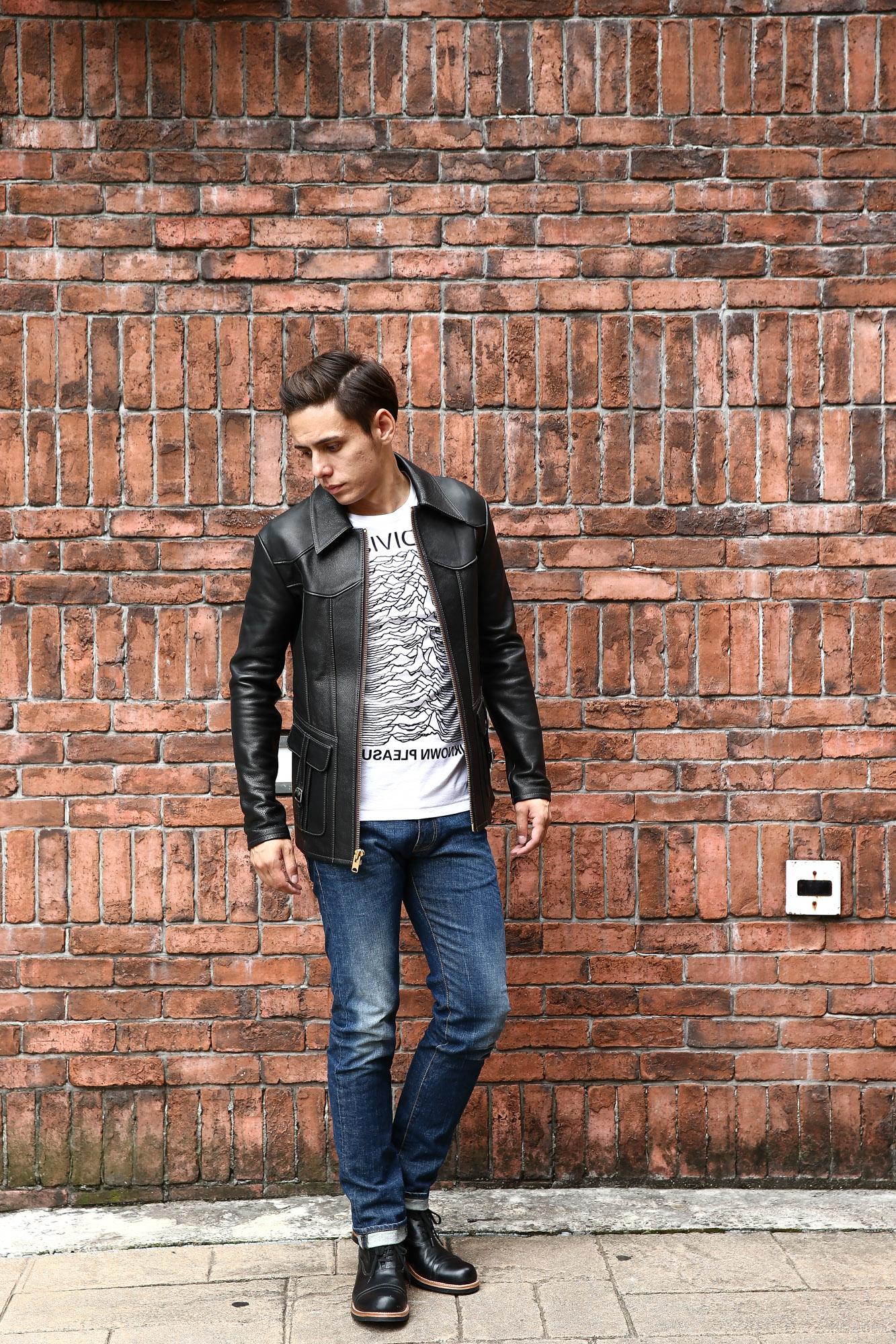 JULIANBOOTS ジュリアンブーツ BOWERY BOOTS バワリーブーツ WACTH MAKER ウォッチメーカー のコーディネート写真。 South Paradiso Leather(サウスパラディソレザー) East West イーストウエスト SMOKE スモーク レザージャケット BLACK(ブラック) のコーディネート画像。70年代当時の細身のスタイルを採用し、サイズ感はかなりタイトに仕上がっており、Tシャツの上に羽織る形のサイジング。