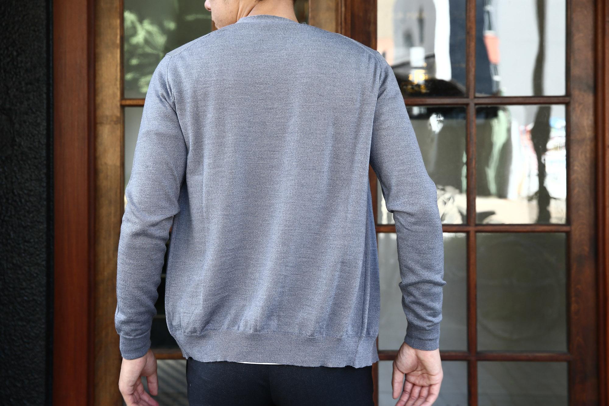 ZANONE(ザノーネ) CARDIGAN Sweaters V-Neck 811823 z0210 VIRGIN WOOL 100% ハイゲージニット ウールニット カーディガン GREY(グレー・Z3093) のコーディネート画像。2016年秋冬 新作 名古屋 愛知 ZODIAC 入荷しました。