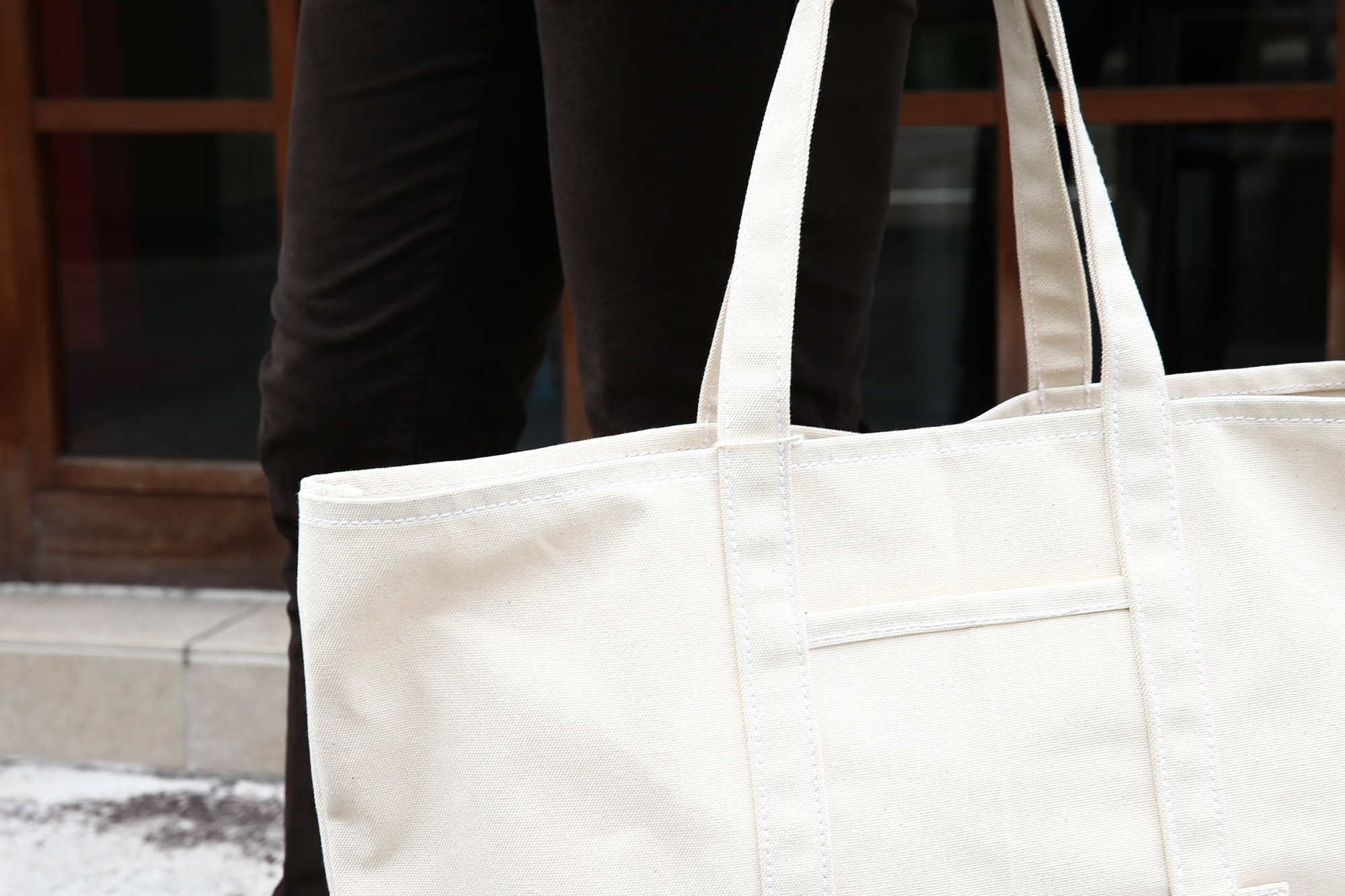 LEATHER COTTAG(レザーコテージ) 6oz Heavy Canvas 6オンスヘビーキャンバスCanvas Tote Bag キャンバストートバッグ NATURAL (ナチュラル)  MADE IN USA(アメリカ製)  のコーディネート画像。愛知 名古屋 ZODIAC ゾディアック バック トート