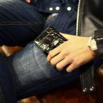 J&M DAVIDSON (ジェイアンドエムデヴィッドソン) VISIT CARD HOLDER ヴィジット カード ホルダー 7528 MOCK CROC クロコダイル型押し カードケース BLACK (ブラック・999) Made in spain (スペイン製) 2017 春夏新作のイメージ