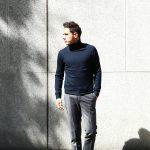 【Cruciani / クルチアーニ】 Turtle Neck Sweater (タートルネックセーター) WOOL 100% 27ゲージ&9ゲージ ハイゲージウールニット セーター NAVY (ネイビー・8800) made in italy (イタリア製) 2017 秋冬新作のイメージ