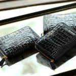 J&M DAVIDSON (ジェイアンドエムデヴィッドソン) SMALL ZIP PURSE (スモール ジップ パース) 7444 SMALL MOCK CROC (クロコダイル型押し) 折財布 ショートウォレットBLACK (ブラック・9990) Made in spain (スペイン製) 2018 秋冬新作のイメージ