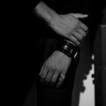 FIXER(フィクサー) CROCODILE LEATHER BRACELET 18K WHITE GOLD (18K ホワイトゴールド) クロコダイル レザー ブレスレット BLACK (ブラック)のイメージ