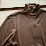 LAMBERTO LOSANI (ランベルト ロザーニ) Silk Cashmere Turtle Neck Sweaterシルクカシミア タートルネック セーター) ハイゲージ シルクカシミヤニット セーター BROWN (ブラウン・325) made in italy (イタリア製) 2019 秋冬新作  【入荷しました】【フリー分発売開始】のイメージ