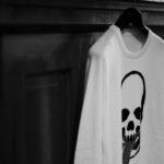 lucien pellat-finet (ルシアン ペラフィネ) Skull Tongue Cashmere Sweater (スカル タン カシミア セーター) インターシャ カシミア スカル セーター NIVEOUS × BLACK (ホワイト × ブラック) made in scotland (スコットランド製) 2019 秋冬新作のイメージ