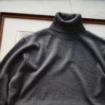 Cuervo(クエルボ) Sartoria Collection (サルトリア コレクション) John (ジョン) 12G WOOL (12ゲージウール) タートルネック セーター CHACOAL (チャコール)  MADE IN JAPAN (日本製) 2019 秋冬新作のイメージ