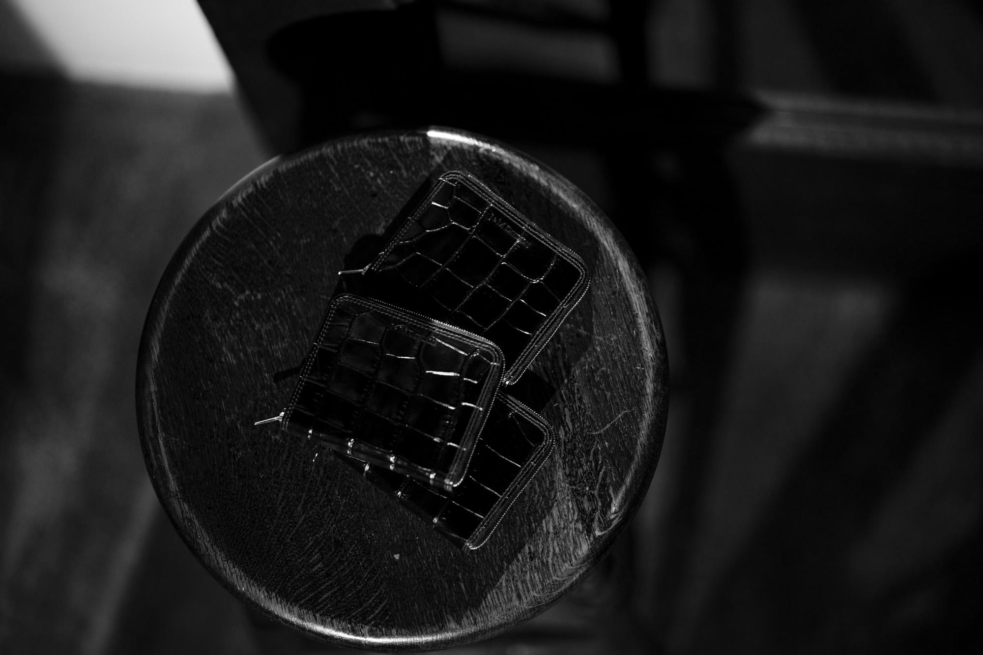 """J&M DAVIDSON """"SMALL ZIP AROUND PURSE"""" 2019AW スモール ジップ アラウンド パース EMBOSSED CROC (クロコダイル型押し) レザー ショートウォレット 折財布 BLACK (ブラック・9990) 2019 秋冬新作 愛知 名古屋 altoediritto アルトエデリット"""