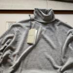 JOHN SMEDLEY (ジョンスメドレー) ORTA (オルタ) 30G Merino Wool (30ゲージメリノウール) タートルネックセーター SILVER (シルバー) Made in England (イギリス製) 2019 秋冬新作  【入荷しました】【フリー分発売開始】のイメージ