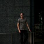 Girelli Bruni (ジレリブルーニ) Key Neck T-shirt (キーネック Tシャツ) GIZA 60/2 ギザコットン キーネックTシャツ MILITARY (ミリタリー) made in italy (イタリア製) 2020秋冬新作のイメージ