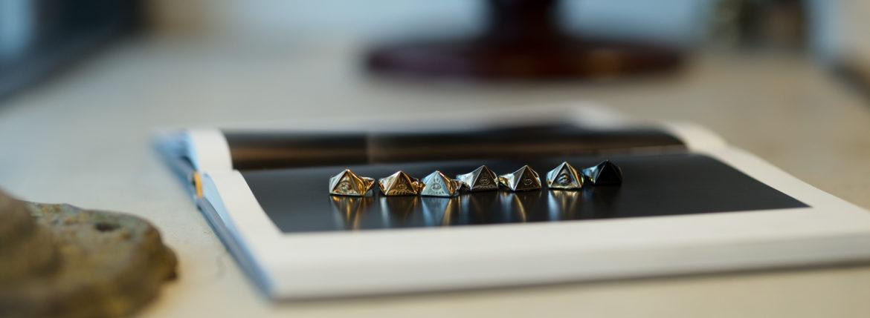 """FIXER """"ILLUMINATI EYES RING WHITE DIAMOND 18K GOLD SP"""" × FIXER """"ILLUMINATI EYES RING 18K GOLD"""" × FIXER """"ILLUMINATI EYES RING PLATINUM PT 950"""" × FIXER """"ILLUMINATI EYES RING 18K WHITE GOLD"""" × FIXER """"ILLUMINATI EYES RING 925 STERLING SILVER"""" × FIXER """"ILLUMINATI EYES RING 925 STERLING SILVER SP"""" × FIXER """"ILLUMINATI EYES RING BLACK RHODIUM"""" 愛知 名古屋 altoediritto アルトエデリット フィクサー イルミナティ アイズリング プラチナ 22Kゴールド 18Kゴールド 925シルバー ブラックロジウム 18Kホワイトゴールド"""