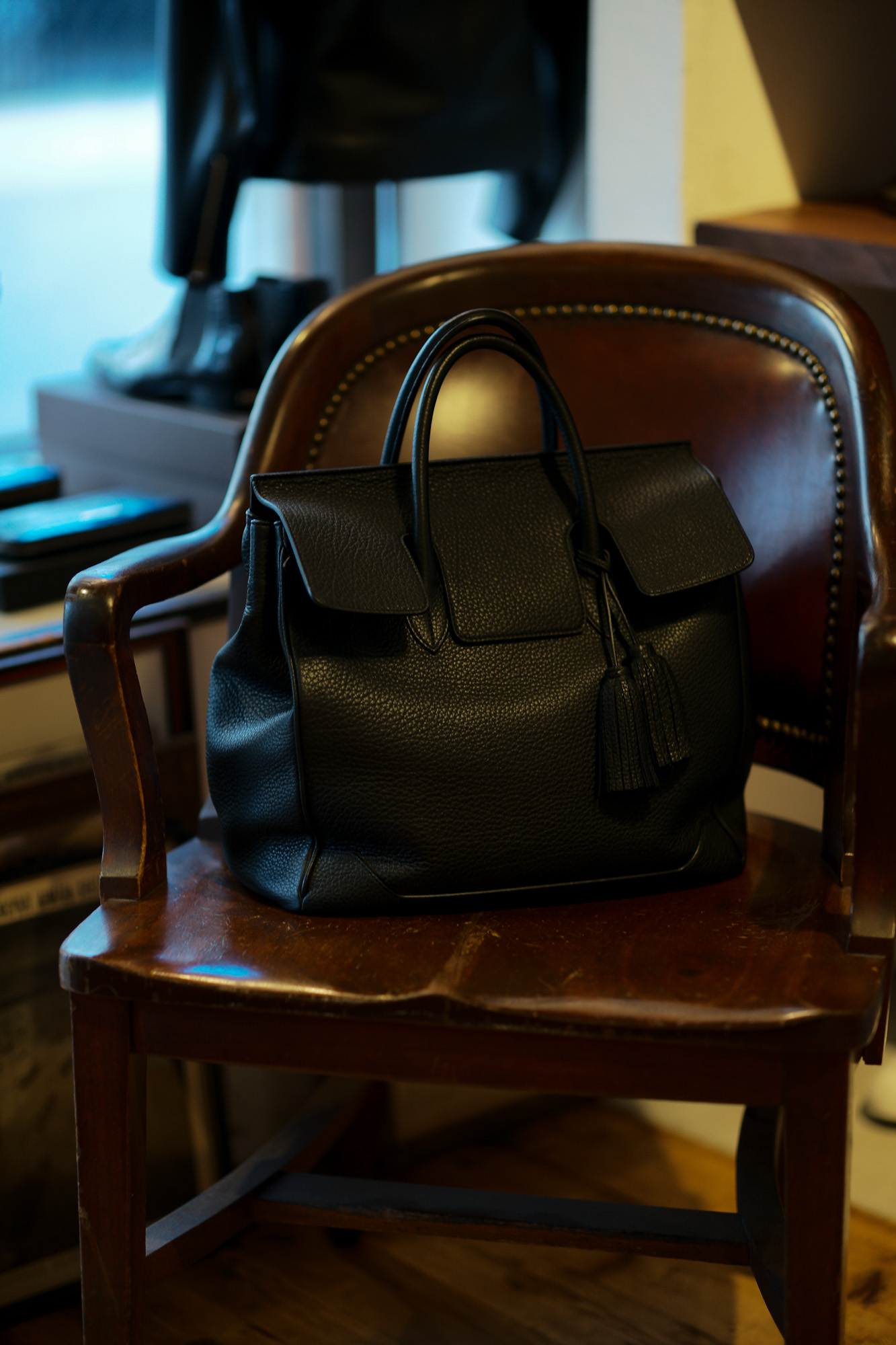 ACATE × cuervo bopoha アカーテ × クエルボ ヴァローナ GHIBLI ギブリ Montblanc leather モンブランレザー トートバッグ レザーバッグ NERO ネロ MADE IN ITALY イタリア製 2020 AW Special Special Special Model 愛知 名古屋 altoediritto アルトエデリット レザーバック コラボレーション Wネーム