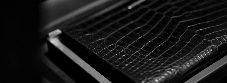 Georges de Patricia (ジョルジュ ド パトリシア) Aventador Crocodile (アヴェンタドール クロコダイル) 925 STERLING SILVER (925 スターリングシルバー) Niloticus Crocodile ニロティカス クロコダイル エキゾチックレザー クラッチ バッグ NOIR (ブラック) 2021 春夏 【Special Model】のイメージ