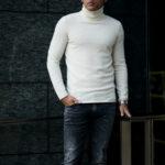 lucien pellat-fine (ルシアン ペラフィネ) Cashmere Roll Neck Sweater カシミア タートルネック セーター NIVEOUS (ホワイト) made in scotland (スコットランド製) 2020 秋冬新作【Alto e Diritto 別注 // 無地】のイメージ