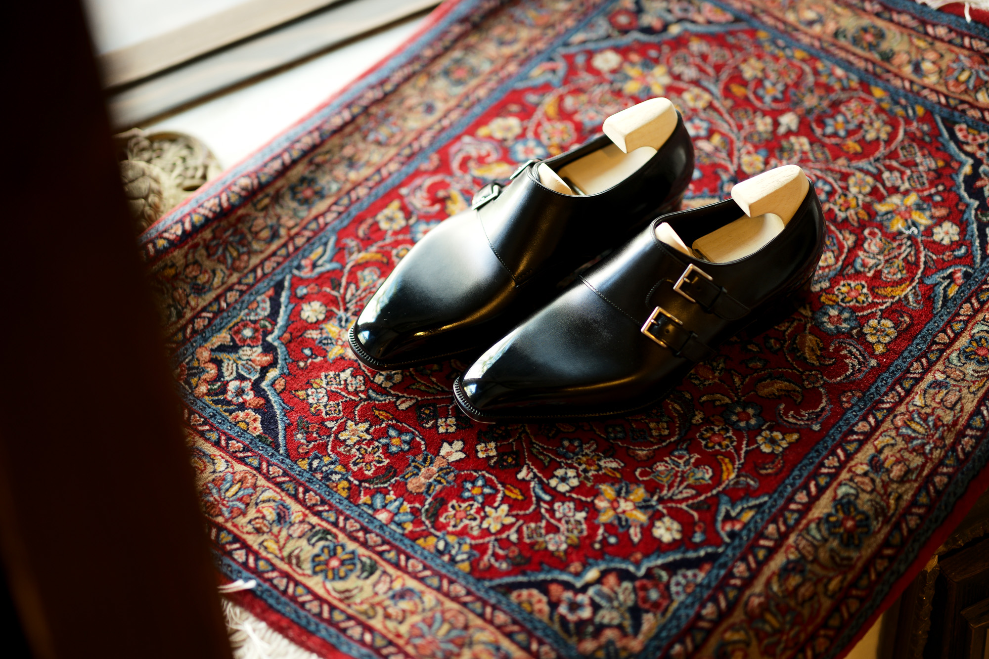 Yohei Fukuda // Double Monk Strap Shoes BLACK 【Bespoke】ヨーヘイフクダ 福田洋平 ビスポークシューズ ダブルモンクストラップシューズ ドレスシューズ ブラック 仮縫い 完成 福田洋平 Yohei Fukuda 東京都港区北青山2-12-27 BAL青山2F 既製靴 ビスポークシューズ ビスポーク 受注会 オーダー会 ダブルモンク テディベア Yohei Fukuda learned shoemaking in Northamptonshire, the traditional home of English shoemaking, followed by a local apprenticeship and then work for several years for London firms.After returning to Japan he founded Yohei Fukuda in Tokyo in 2008. Since its founding the workshop has grown and now has 4 additional craftsmen, each driven by the same passion for shoemaking and dedication to quality for which Yohei Fukuda shoes are known.At Yohei Fukuda the aim is to create classically styled shoes of the highest quality that will be of value to their owners for many years. By using the finest materials and time-tested techniques of traditional bespoke shoemaking, we hope to make shoes of timeless elegance.名だたるビスポーク・シューメーカーで靴作りを手がけてきた福田洋平が2008年に設立した「Yohei Fukuda」の公式オンラインショップ。伝統的な英国靴の仕立てを継承しつつ、ミリ単位にまでこだわる日本人ならではの感性で、モダン