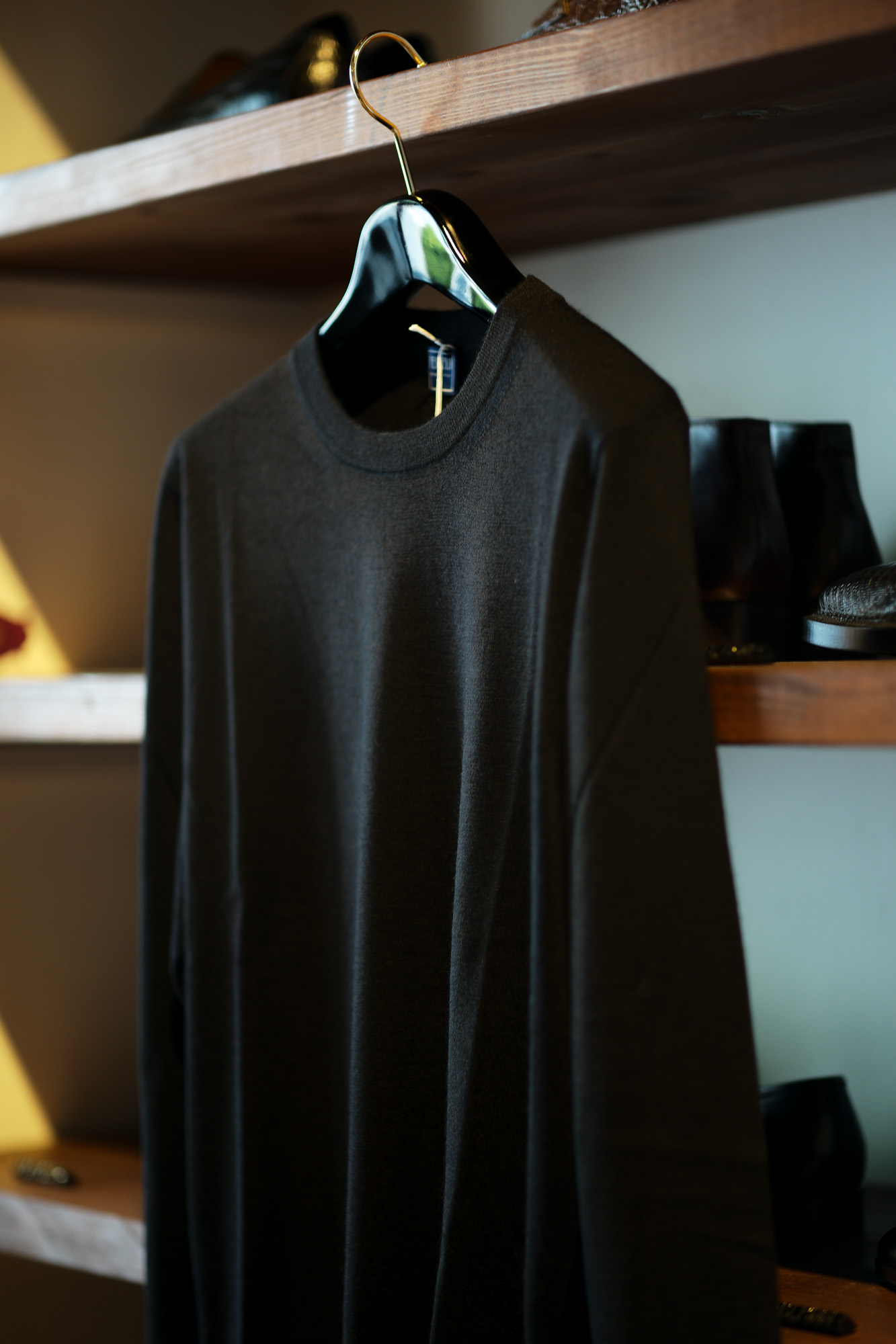 FEDELI (フェデリ) Silk Cashmere Crew Neck Sweater シルクカシミア クルーネック セーター BLACK (ブラック・9)made in italy (イタリア製) 2021 秋冬新作 【入荷しました】【フリー分発売開始】愛知 名古屋 Alto e Diritto altoediritto アルトエデリット シルカシニット
