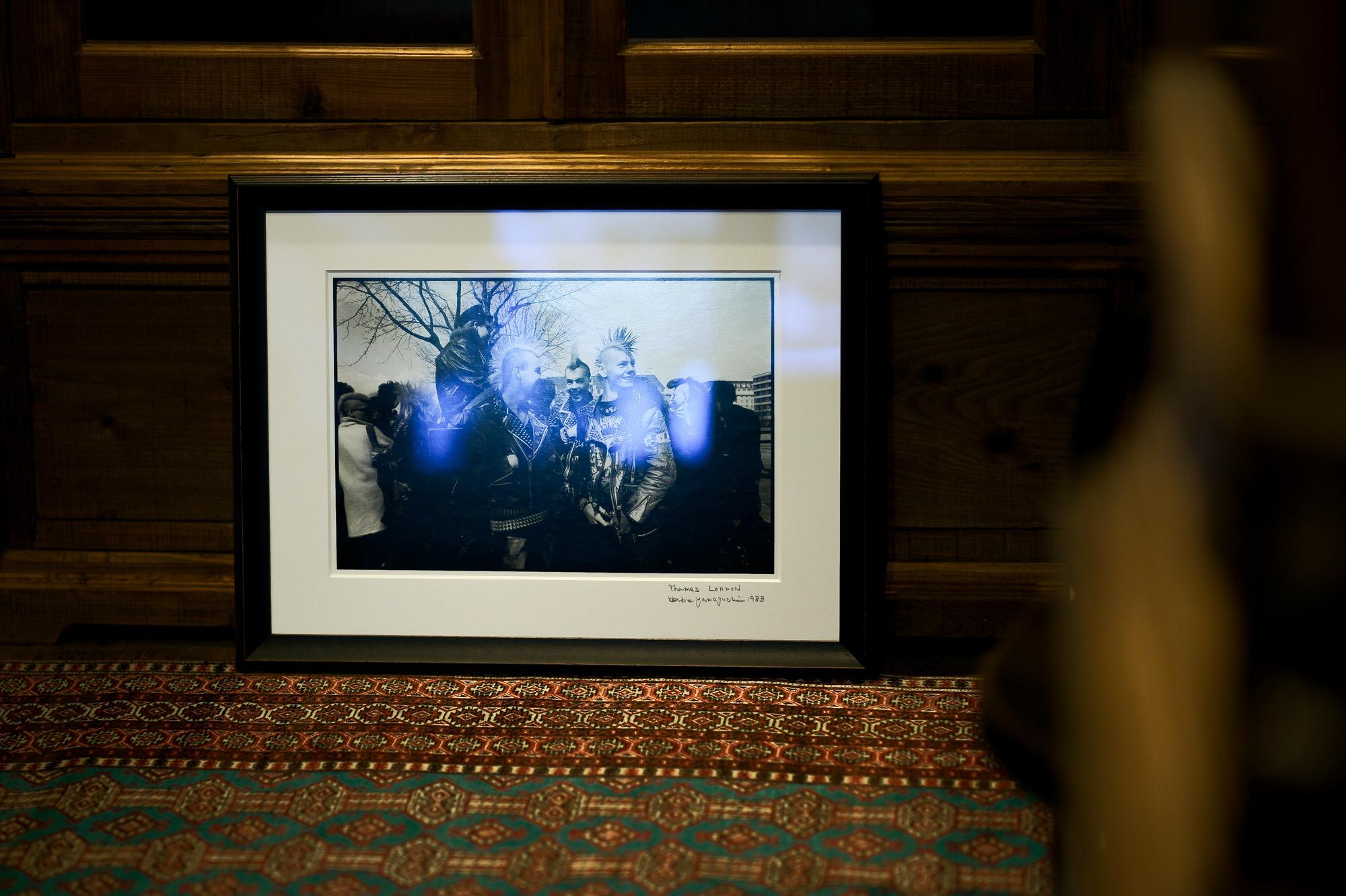 「9.21(tue)」,「9.22(wed)」 お休みとなります Thames LONDON / HERBIE YAMAGUCHI 1983 テムズ川 ロンドン ハービー山口 1983年 イギリス England イングランド 写真家 写真 Not Banksy ノットバンクシー BANKSY バンクシー 我々の敵はあなたの敵じゃない   共に生きよう LEICA // APO-SUMMICRON-M f2/35mm ASPH. ライカ アポ・ズミクロンM f2/35mm ASPH. 愛知 名古屋 Alto e Diritto altoediritto アルトエデリット 世界最高峰のレンズと称賛され続けているライカMレンズにおいて、アポ・ズミクロンM f2/35mm ASPH.もそのMレンズの名にふさわしい優れた性能を誇ります。さらに、アポ・ズミクロンMシリーズのレンズとしてはもちろんのこと、これまでにない新しいタイプのMレンズとして目をひく存在でもあります。その特長は、Mレンズの中で最短で唯一ともいえる最短撮影距離と、きわめてシャープな描写力、美しいボケ味、そして開放F値F2という明るさにあります。ドイツならではの高度な製造技術が生み出したこのレンズを活用すれば、M型カメラはもとより、「ライカSL2」や「ライカSL2-S」でも、優れた描写力を活用してあらゆるシーンでの撮影が楽しめます。 光学系の設計に全撮影距離で高画質が得られるフローティングシステムを採用しているため、近距離撮影でも高い描写力を発揮しながら、Mレンズでは唯一となるわずか30cmという最短撮影距離を実現しています。フォーカスリングの回転角は300°ときわめて大きく、最短撮影距離が短くなっているにも関わらず緻密なピント合わせが可能です。開放値はF2.0という明るさで、クリエイティブな作品づくりも多彩に楽しめます。その時々の貴重な瞬間を、ライカらしい高品位な写真として記録することができます。イギリスの写真家ヒュー・ジョン氏は、ポートレート撮影でもアポ・ズミクロンM f2/35mm ASPH.が威力を発揮することを実感しました。「被写界深度がこれほど浅くなるとは驚きました。まつげの部分が驚くほどシャープに描写され、そこから徐々にボケていく。これは元のサイズのまま一部をトリミングしたものですが、85mm、いや、105mmのレンズで撮影したかのような仕上がりです!」「アポ・ズミクロンM f2/35mm ASPH.は、美しいボケ味でポートレート写真に新たな可能性をもたらすレンズですね。それに接写もこなせるので、まさにオールラウンドな1本だと言えます。色の再現性も絶妙で、シャープな解像感も素晴らしい。これさえあれば他のレンズはいらないと言ってもいいかもしれません!」2021年8月18日 Leica Nagoya ライカ松坂屋名古屋店 ライカ名古屋 460-8430 愛知県中区栄3-16-1 松坂屋名古屋店 北館3F 052-264-2840 入鹿池 いるかいけ 名古屋近郊のボート釣りのメッカ 愛知県犬山市の入鹿、飛騨木曽川国定公園内にある人工の農業用ため池 わかさぎ釣り・ブラックバス釣りなら入鹿池にある見晴茶屋へ https://inuyama.gr.jp/miharashi.html 犬山観光情報  ワカサギやブラックバス釣りのメッカとして知られる入鹿池 ブラックバス釣果 犬山名物 でんがく 五平餅 見晴茶屋 愛知県犬山市堤下60 蓬ぜん 犬山 犬山口 愛知 名古屋名物 ひつまぶし http://houzen.s-d.jp/index.html 犬山城 ミシュランガイド愛知2019 あつた蓬莱軒 22年間修行 店主 うなぎ ウナギ 鰻 愛知県犬山市上坂町4-168 0568-39-5077 犬山市観光協会 ミシュラン 博多串焼き 八乃助  焼き鳥 焼鳥 愛知 名古屋 とみやBLOG 富屋酒店 とみやBLOG ライカ LEICA LEICA M10-p ASC100 EDITION ライカM10-P ズミルックス 2021年7月27日 煖 MEI メイ イタリアン 国際センター 名古屋市西区那古野1-23-2 四間道糸重3 mei-nagoya.com shikemichi サンタキアラ Santa Chiara コース 18時一斉スタート きのこ キノコ 森内敬子 モーゼ十戒 ナナツモリピノノワール 2016 pinot noir ドメーヌタカヒコ 曽我貴彦 北海道余市郡余市町登町1395  ワイン名古屋市東区徳川町 天然キノコ MEI 那古野 ネコ 猫 にゃんこ 愛知 名古屋 Alto e Diritto altoediritto アルトエデリット カウンター7席 えご
