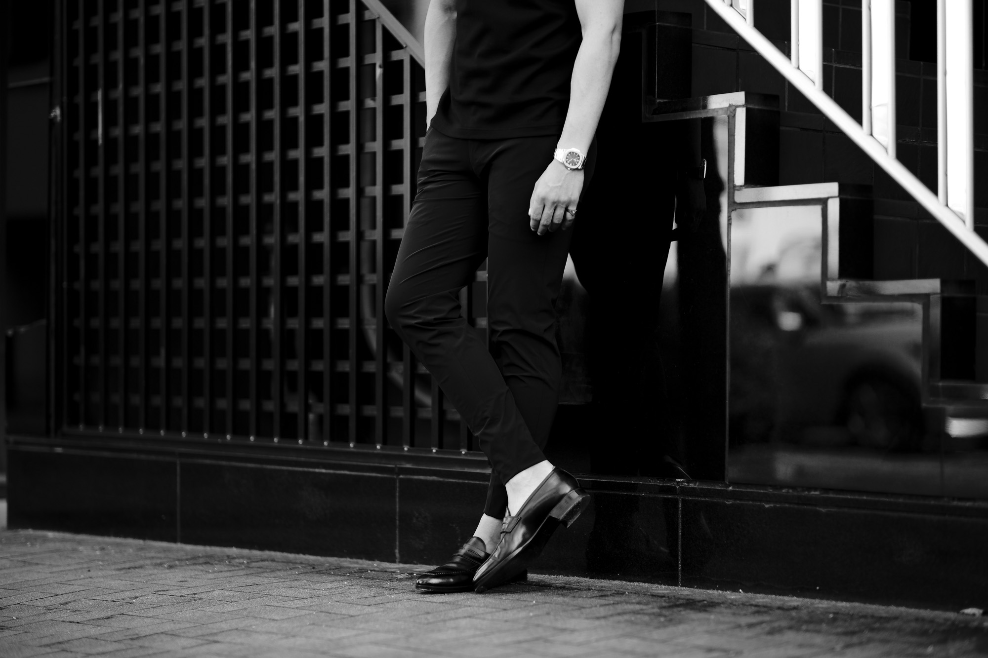 """cuervo bopoha """"Hedi"""" 2022SS 【Special Model】 クエルボ ヴァローナ サルトリアコレクション エディ エディ・スリマン Hedi Slimane エディスリマン WASHABLE 2WAY SUPER COMFORT NYLON ウォッシャブル ストレッチ ナイロン スラックス BLACK ブラック ナイロンスラックス 極細 鬼細 細身スラックス エディ・スリマンは、フランス出身のファッションデザイナー。20世紀終盤頃から21世紀初頭にかけてのファッションブランド「イヴ・サン=ローラン」・「ディオール・オム」及び2012年から2016年にかけてのSAINT LAURENT PARISのクリエイティブディレクターとしての活動が最も広く知られている。"""